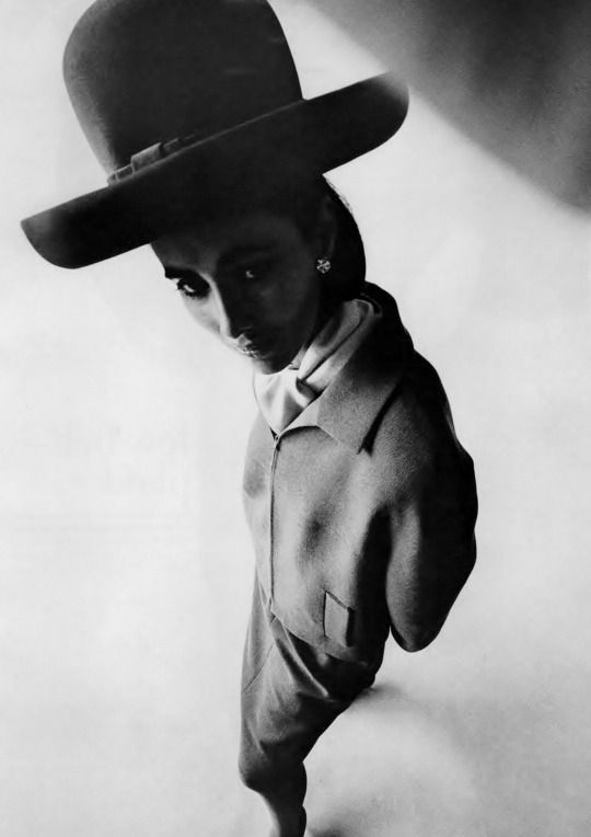 Maggi Eckardt by Art Kane _ Vogue US, August 1962