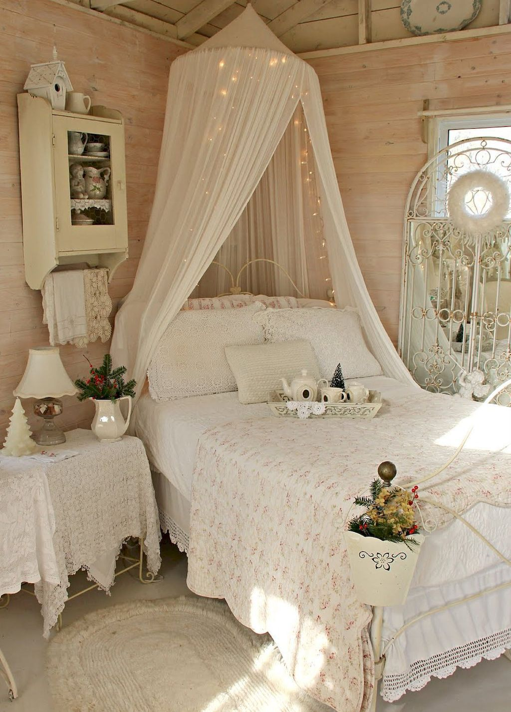Stunning Shabby Chic Bedroom Decorating Ideas (17)