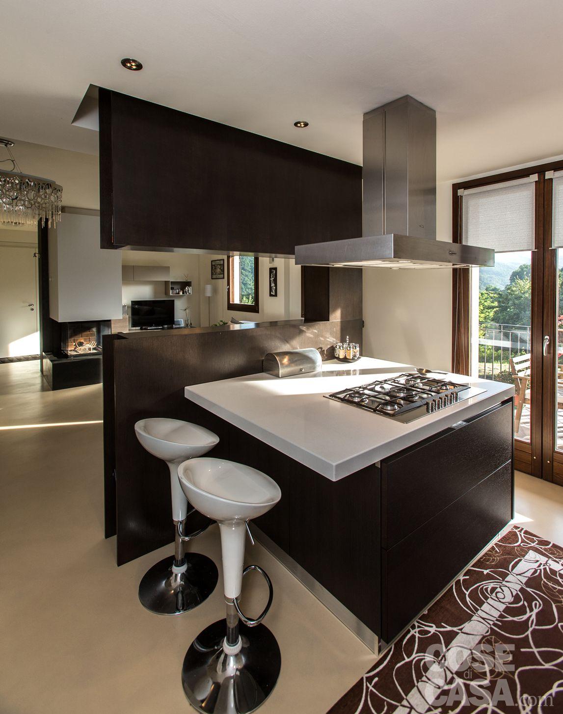 Una casa con zona giorno open space | Pensili della cucina, Design ...