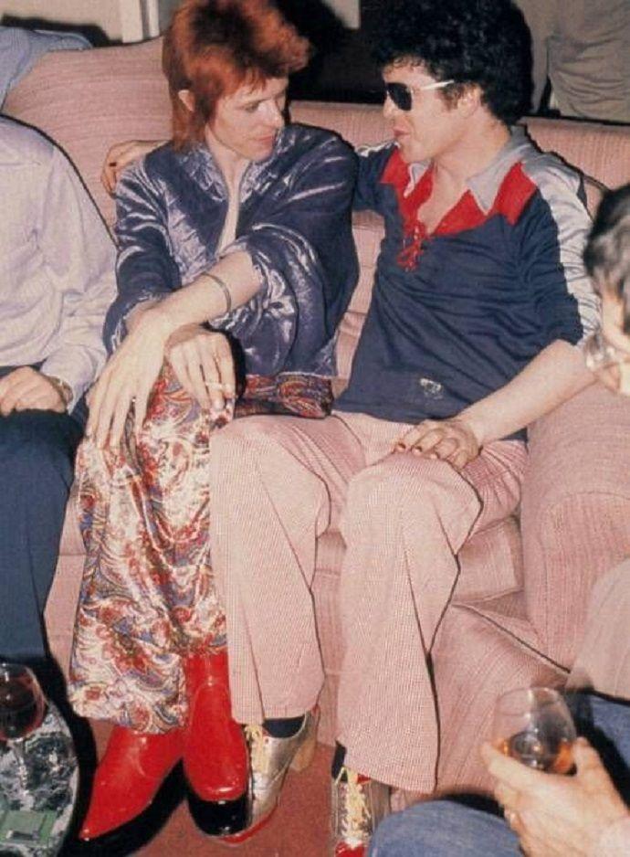 David Bowie e Lou Reed em 1972, fotografados na Factory de Andy Warhol. Veja…