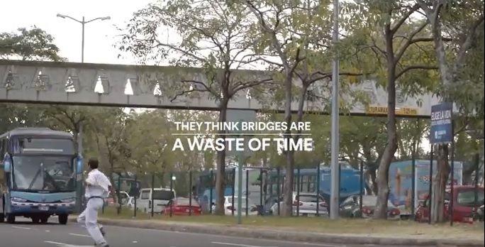 歩道橋を渡るのに費やした時間を、無料通話時間としてプレゼント!交通安全を啓発する中米携帯キャリアの取組み | AdGang