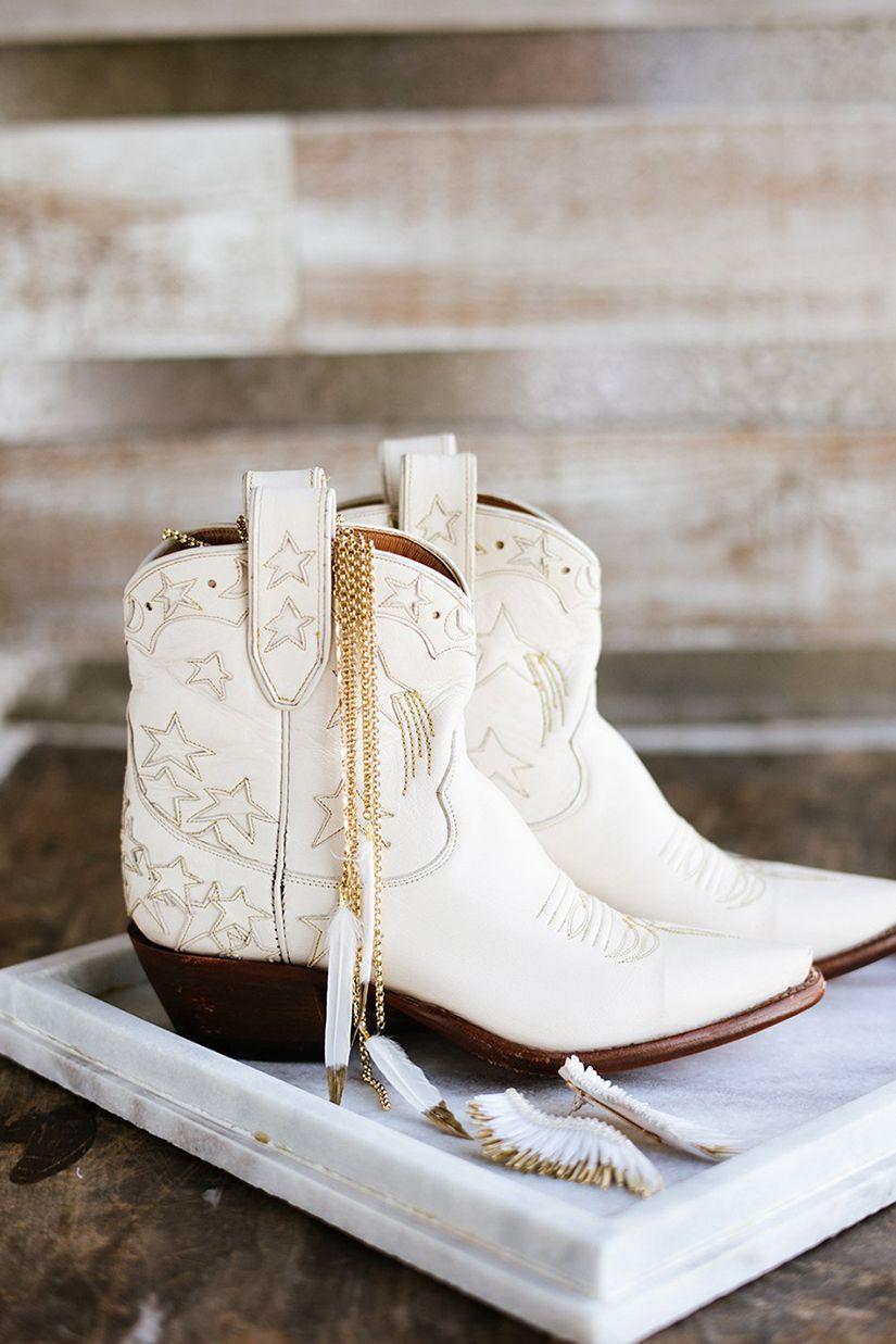 10+ White lace wedding cowboy boots info