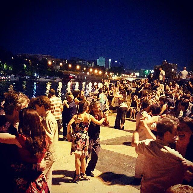 Dancing the night away along the Seine in Paris  #perfect  #takemetoparis #takemetoparisapartments #paris #france #europe #parisianlife #argentina #tango #dance #dancing #music #art #night #nighttime #nightout #parisbynight #parisjetaime #seine #water #river #romantic #romance #travel #travelgram #instatravel #holiday #vacation #wanderlust #topparisphoto @topparisphoto