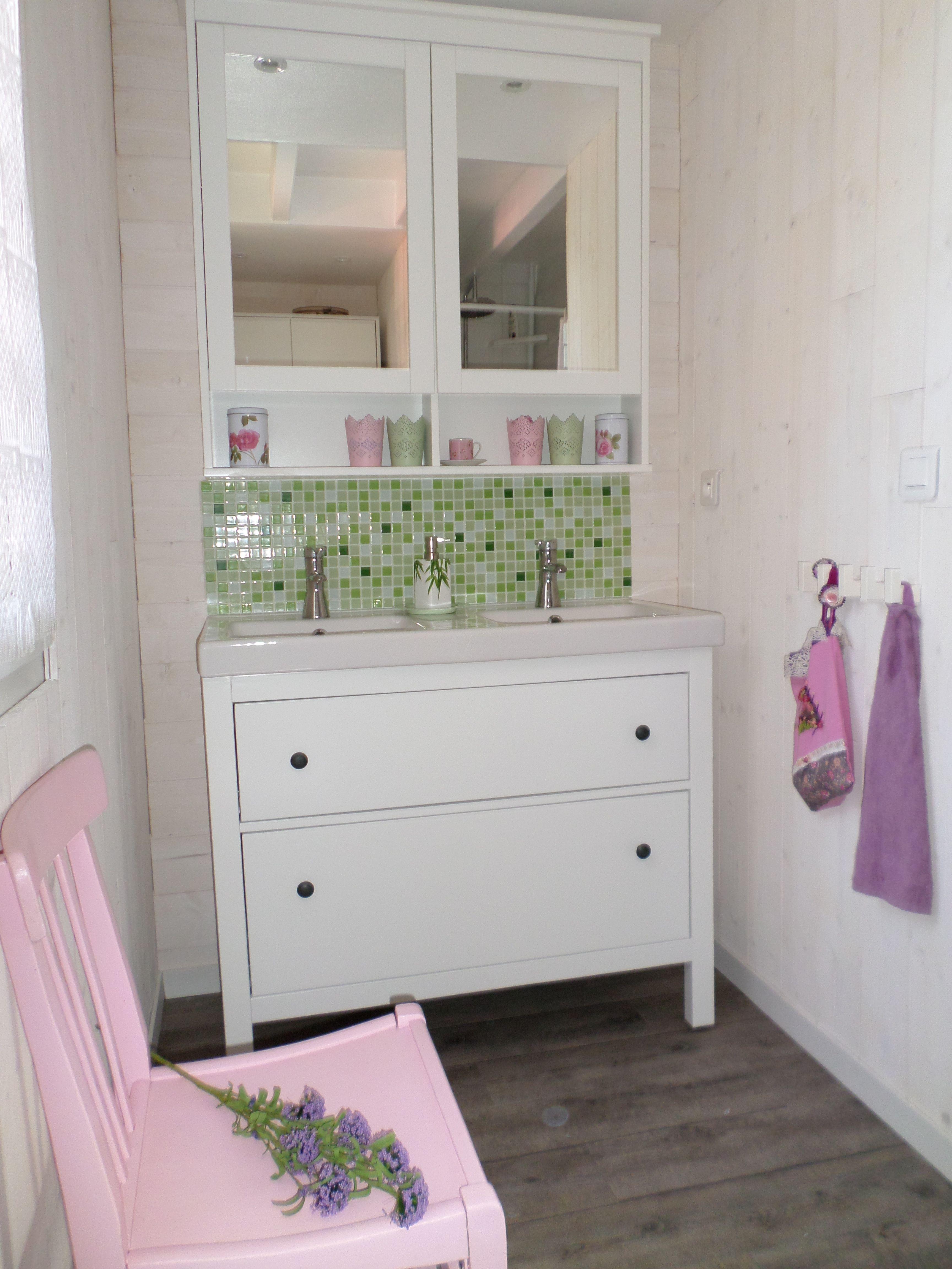 ma petite salle de bains romantique dans son alcove de bois - Salle De Bain Romantique Bois