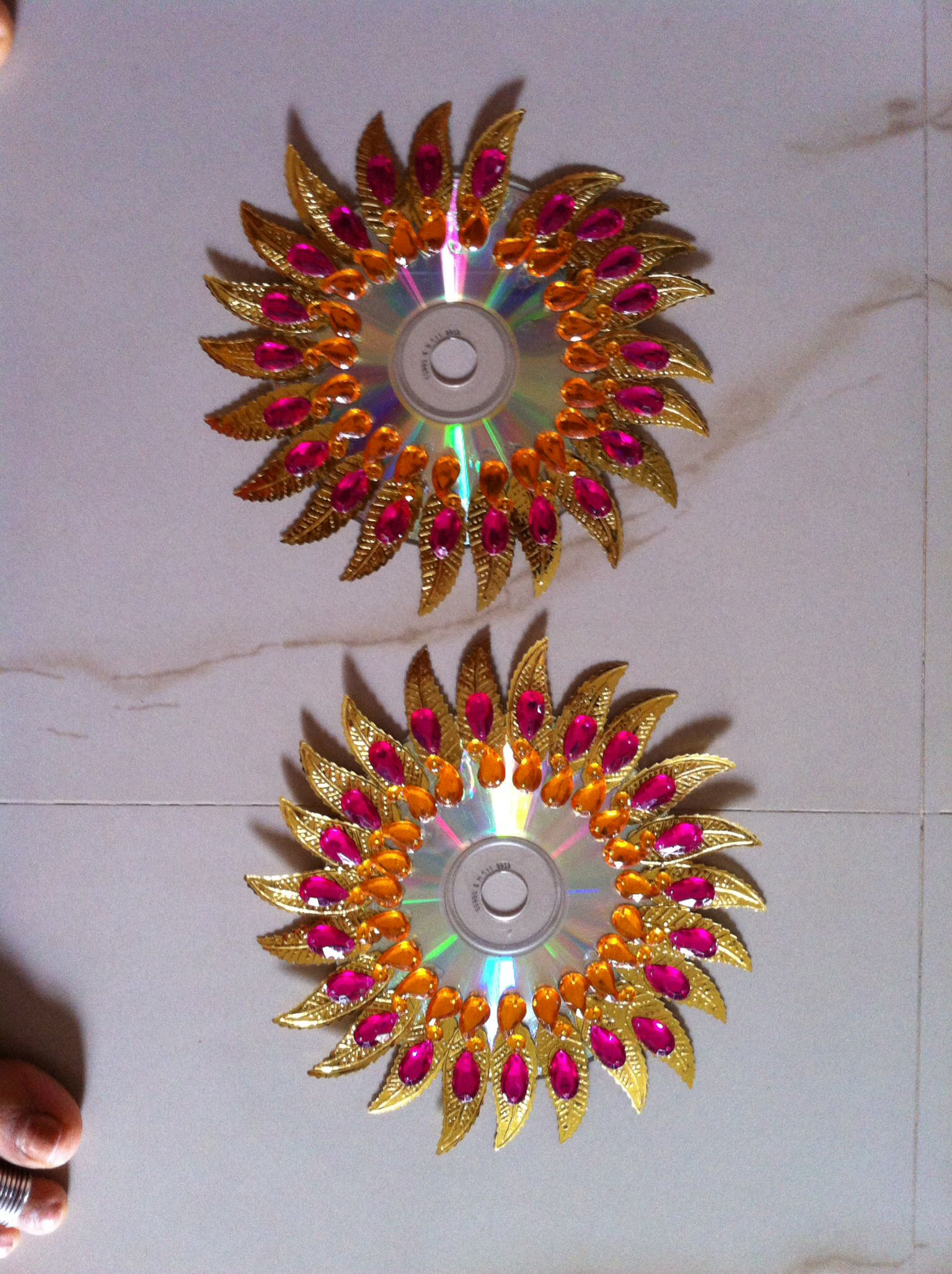Diwali Decoration Ideas And Crafts Kundan Rangolies On Cd Decor Cd Crafts Diwali Diy