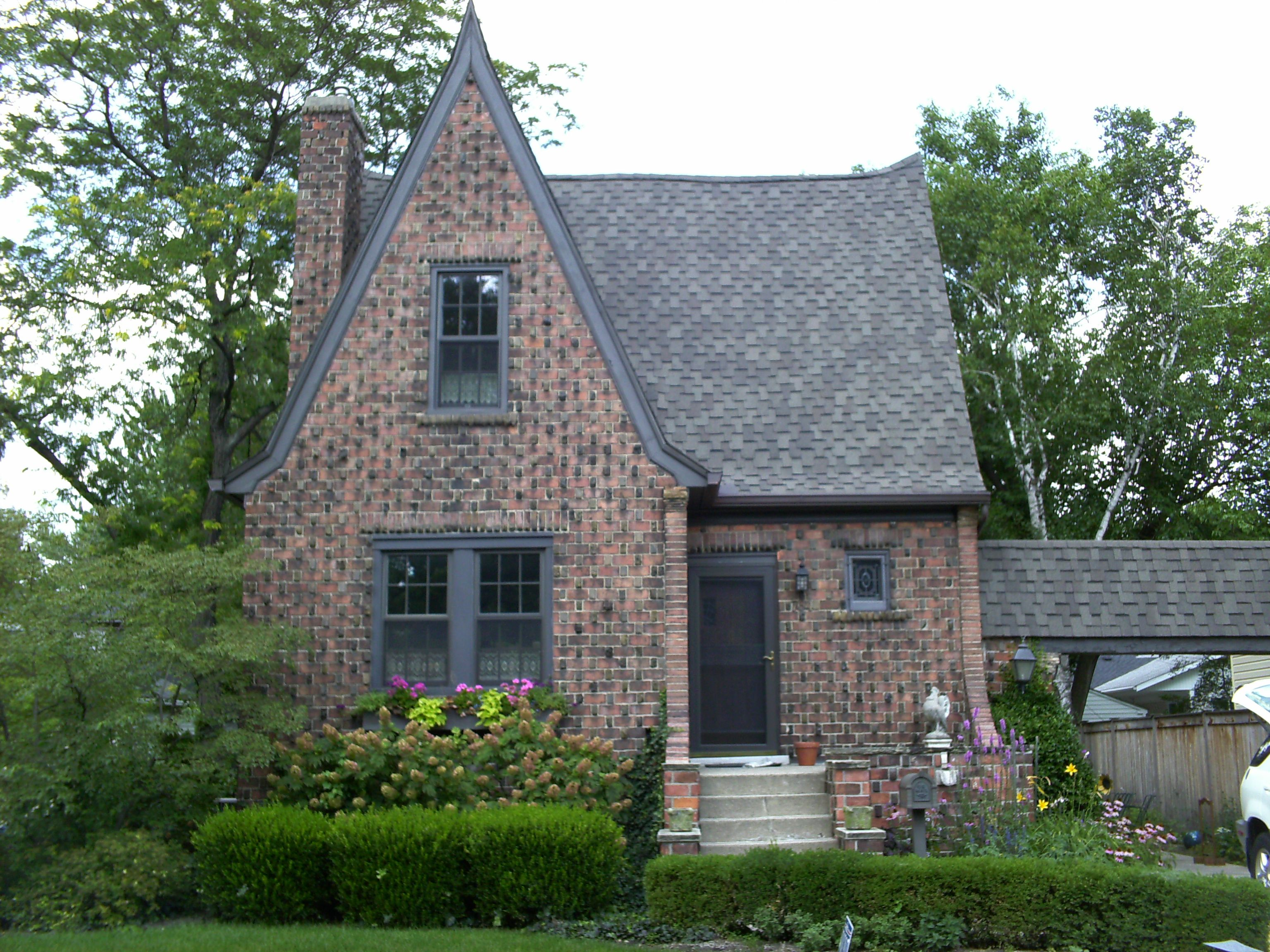 Great Proportions Roof Line And Projected Brick Detail Tudor Style Homes Cottage Plan Small House Living