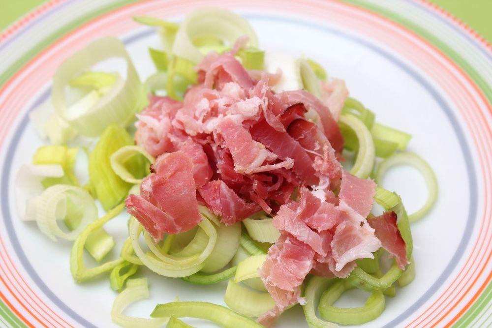 Salade ti de au poireau et tuiles de parmesan pour une for Entree legere et originale