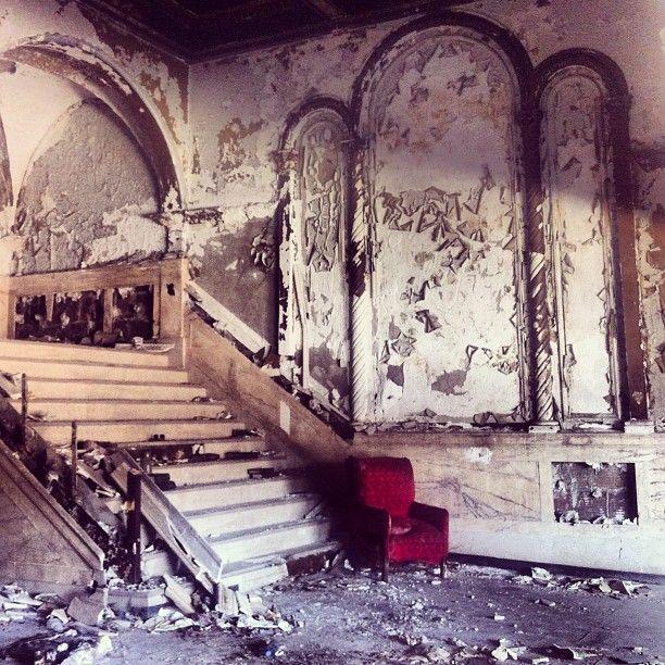 Beautiful Ruins, Theatre Interior