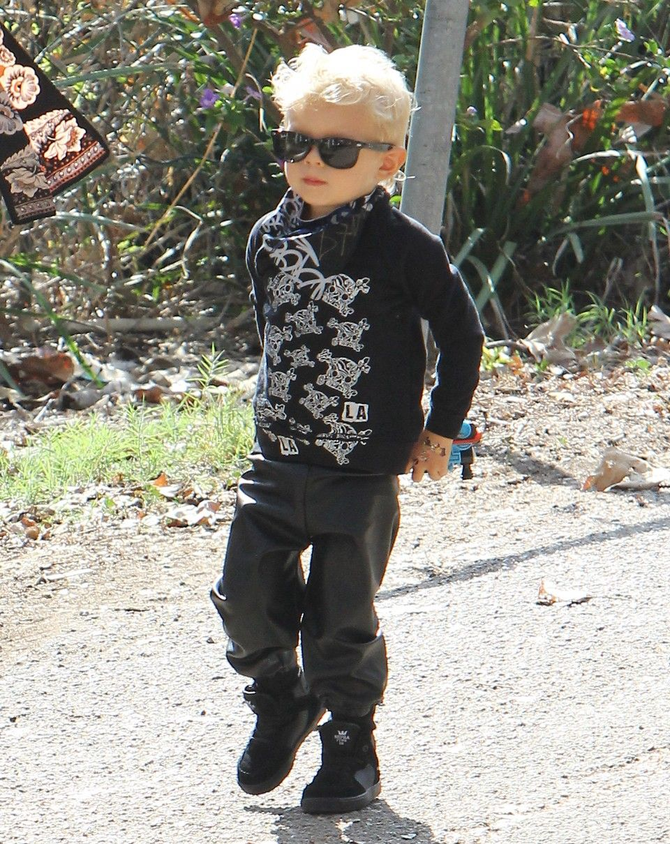 Fergie takes her son Axl to the park on October 22, 2015