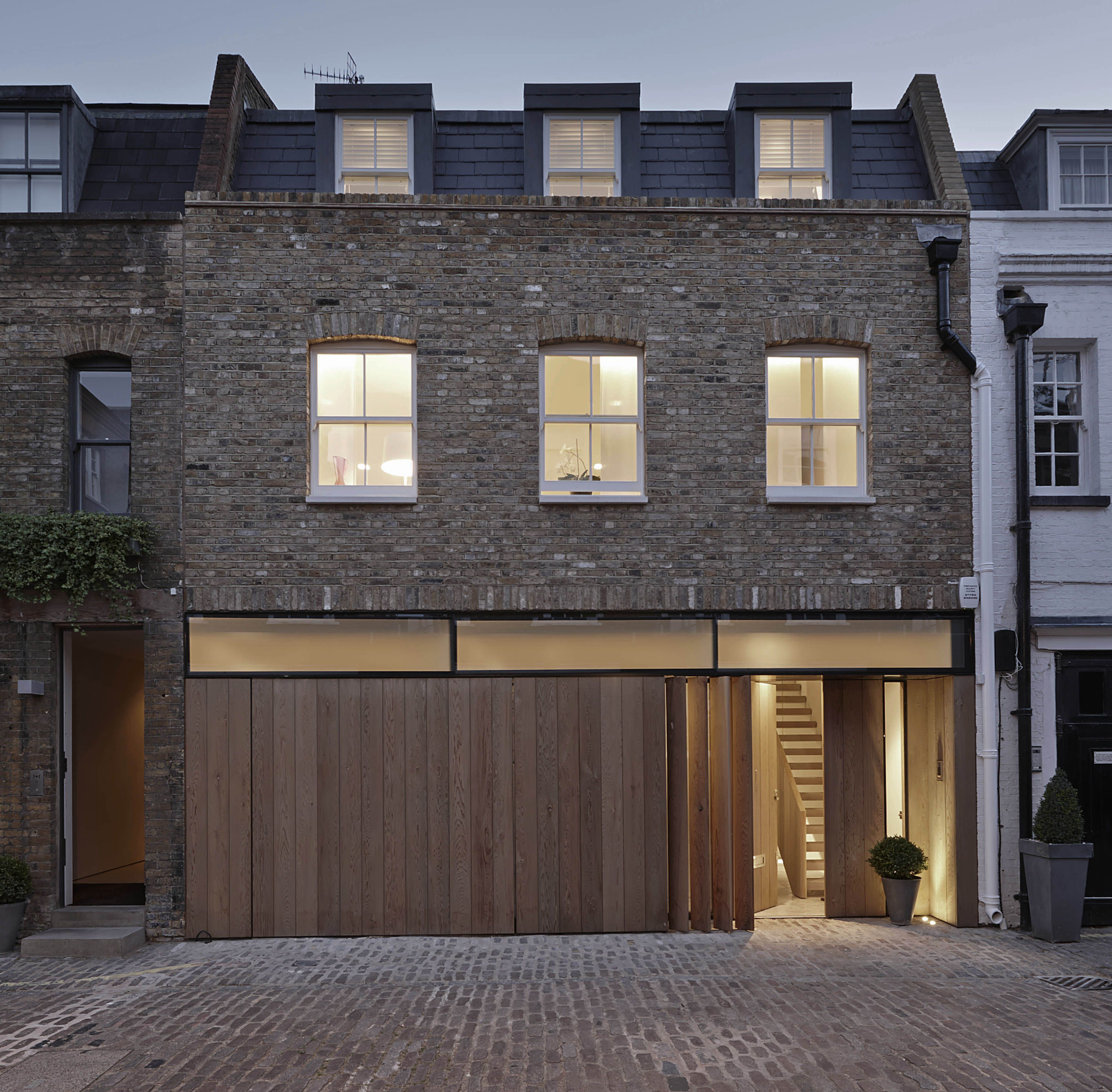 Contemporary London Home: Mews House, Townhouse