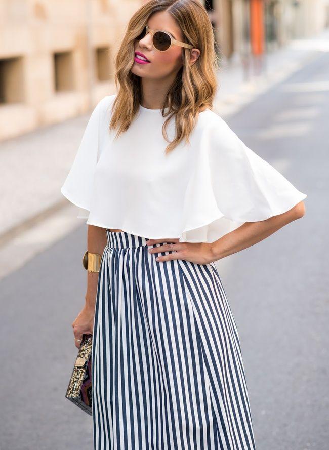 713fc222407ae1 L'ample blouse cropped, l'alliée chic des jupes midi taille haute ...