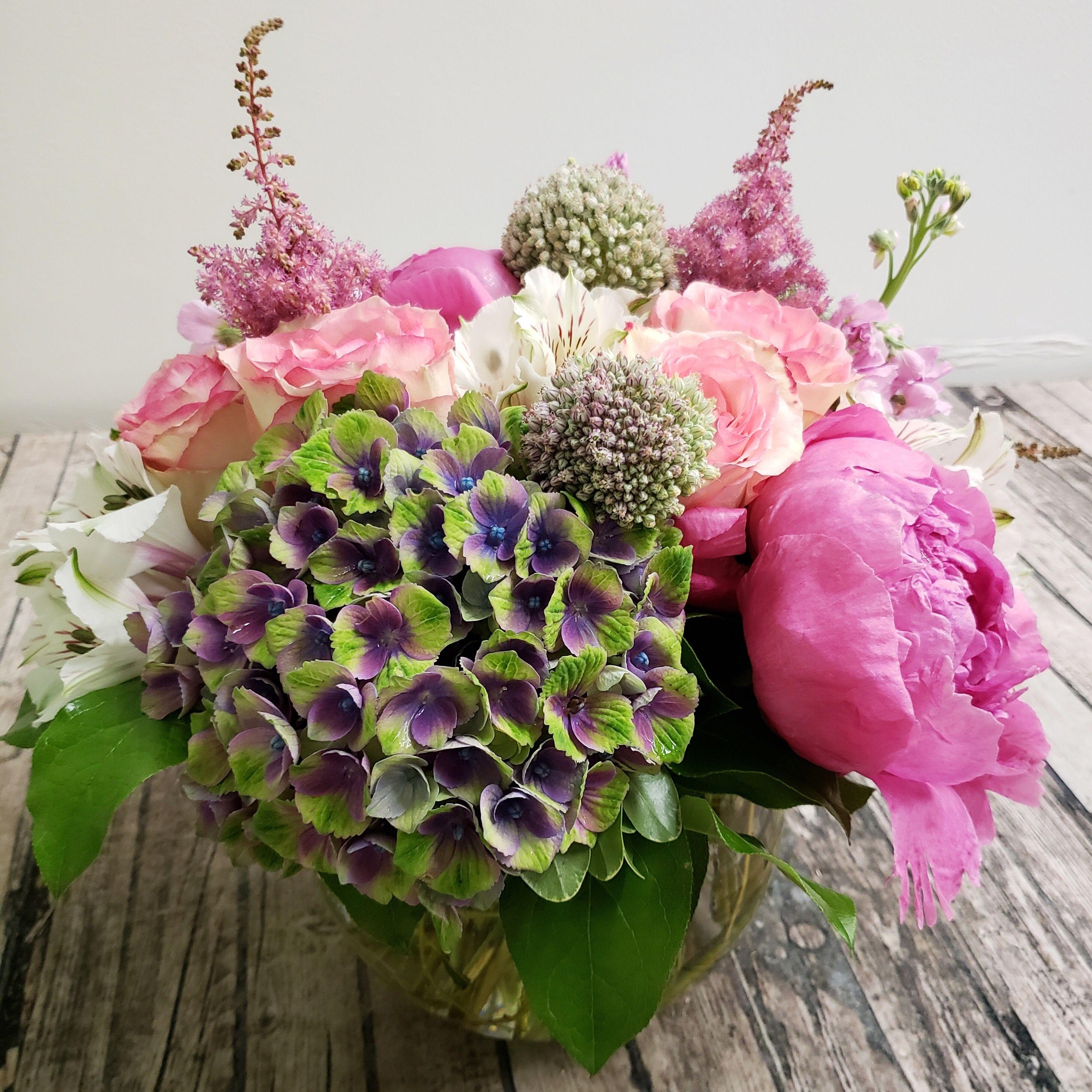 Beautiful Unique Flower Arrangement Unique Flower Arrangements Flower Delivery Unique Flowers