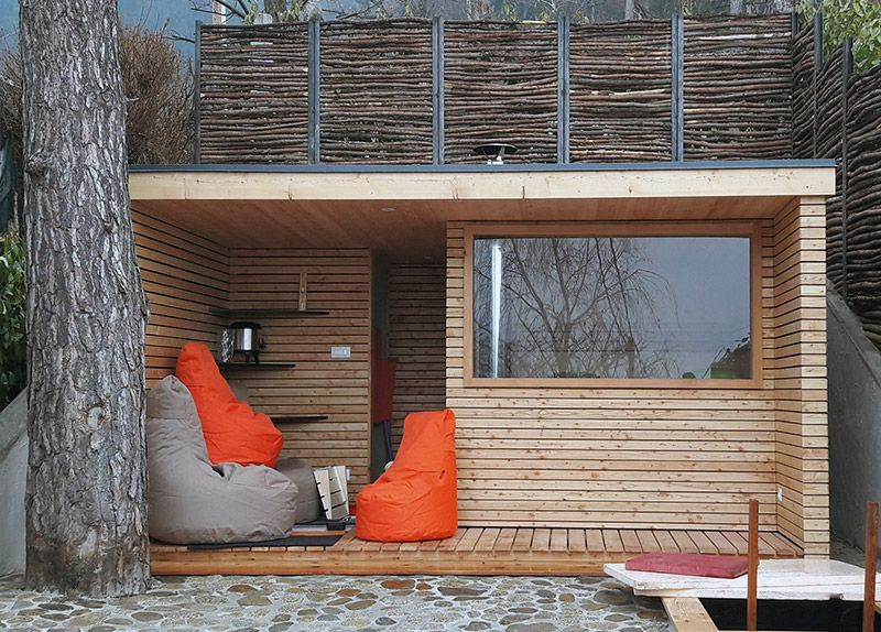 Finnische Aussen Sauna Mit Dusche Und Ruheraum In Larchenholz
