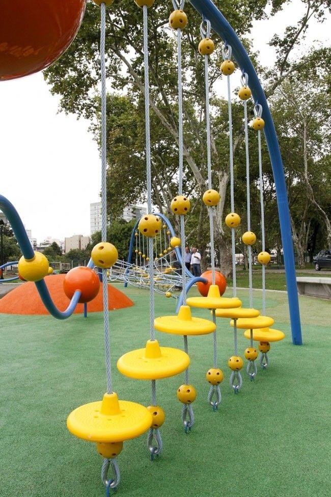 Vista De Los Juegos Infantiles En El Parque Centenario Foto