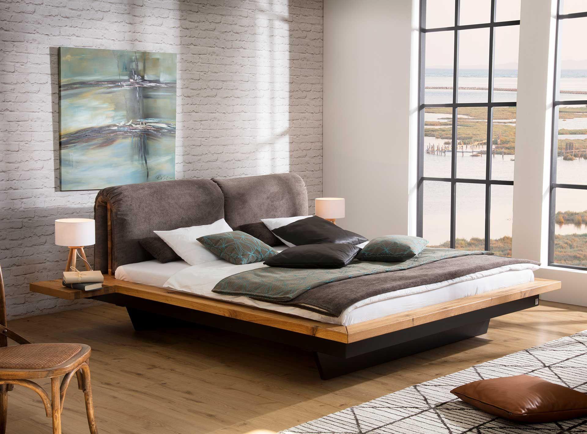 """Bett aus Massivholz """"Rachel"""" besticht durch natürlichen"""
