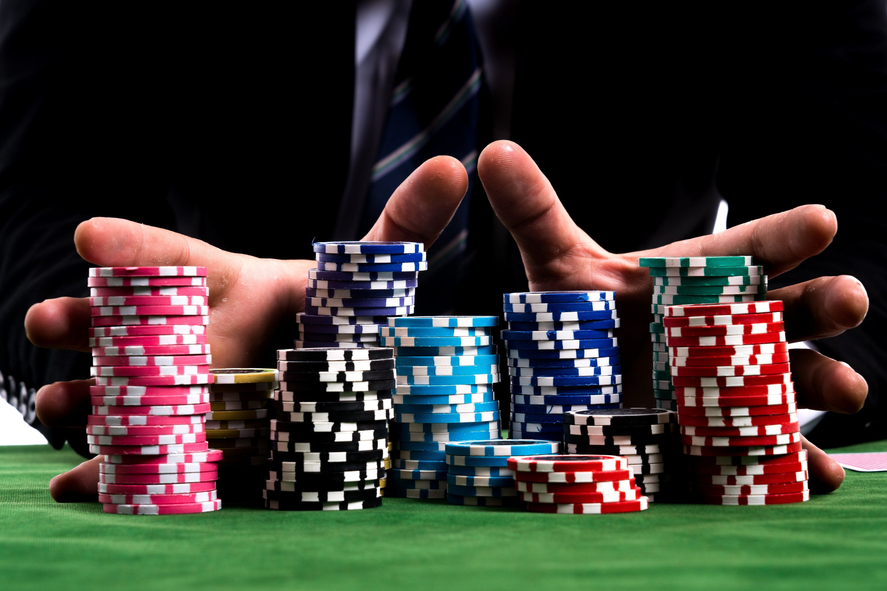 A Guide To Poker Scams How Not To Get Stung Casino Games Gambling Gift Poker