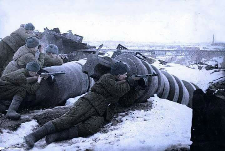 Soldado Soviético durante a Batalha de Stalingrado 1942.