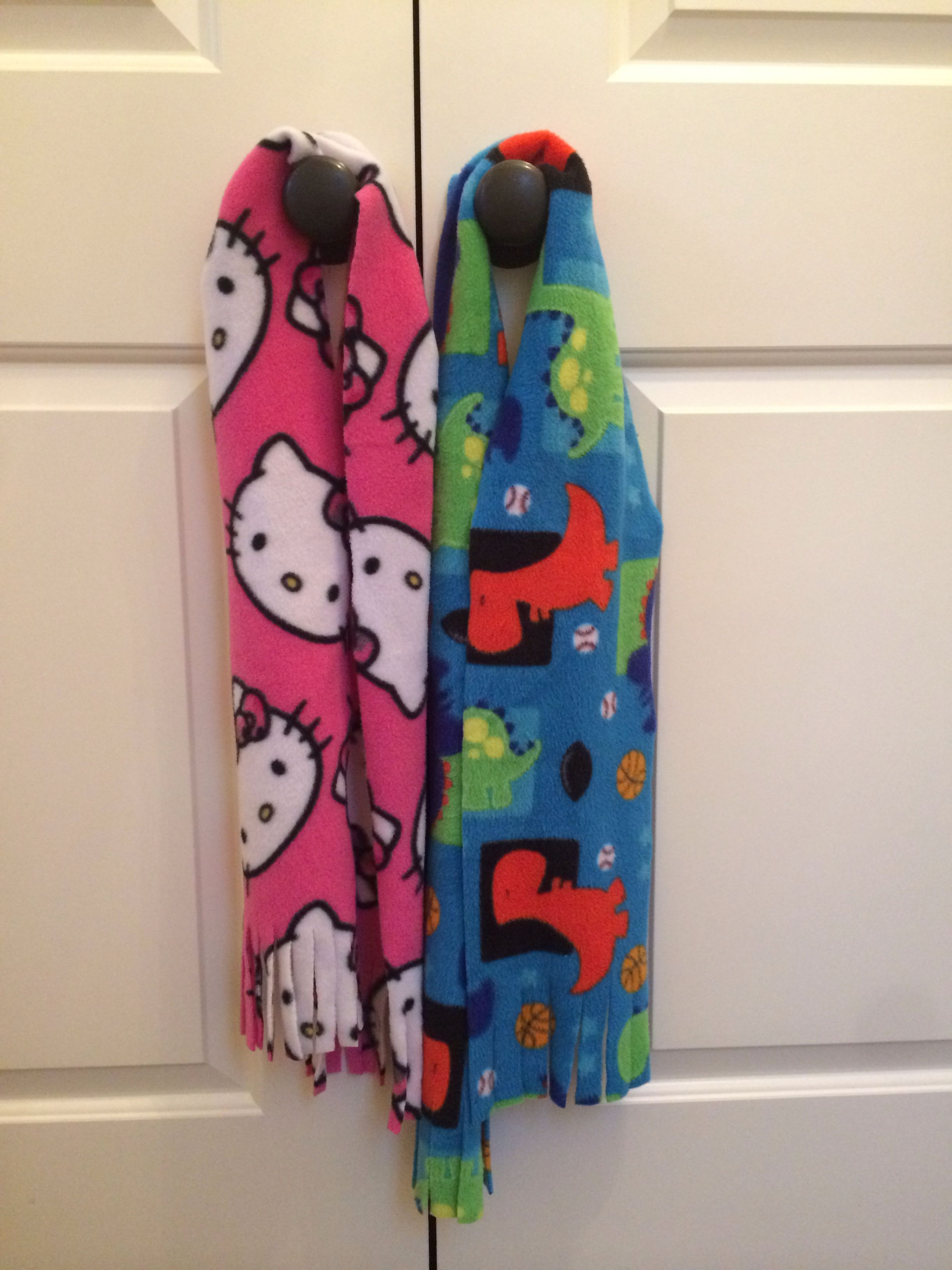 No-sew kid's scarf. Want to make these for Christmas gifts!!