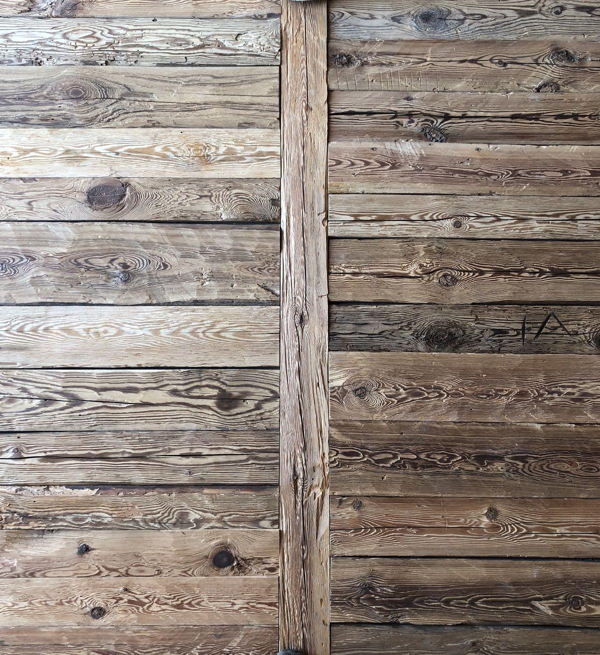 Rustikale Wandverkleidung Handgehackte Altholz Bretter Vintage Holz In 2020 Wandverkleidung Altholz Wandverkleidung Holz