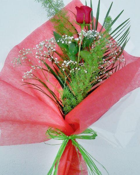 Rosa Roja Decorada Para Enviar A Domicilio Como Regalo Rosa Roja Maceta Ramo De Rosas