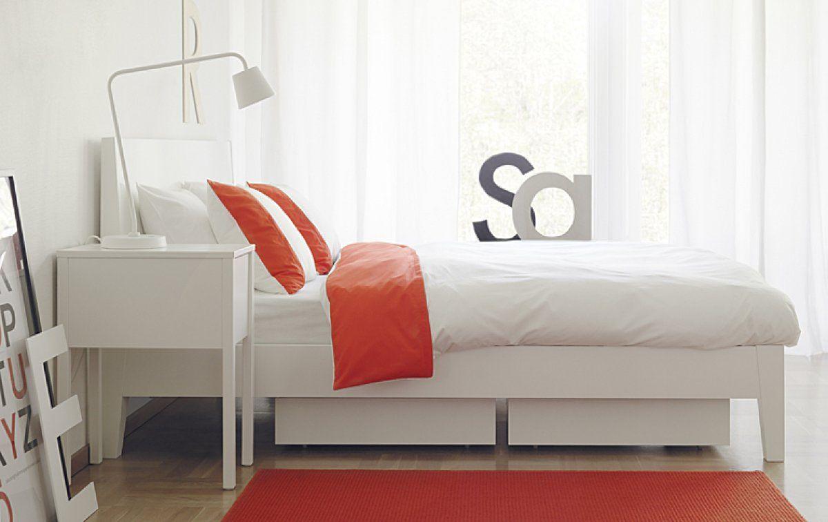 Weißes Bett \