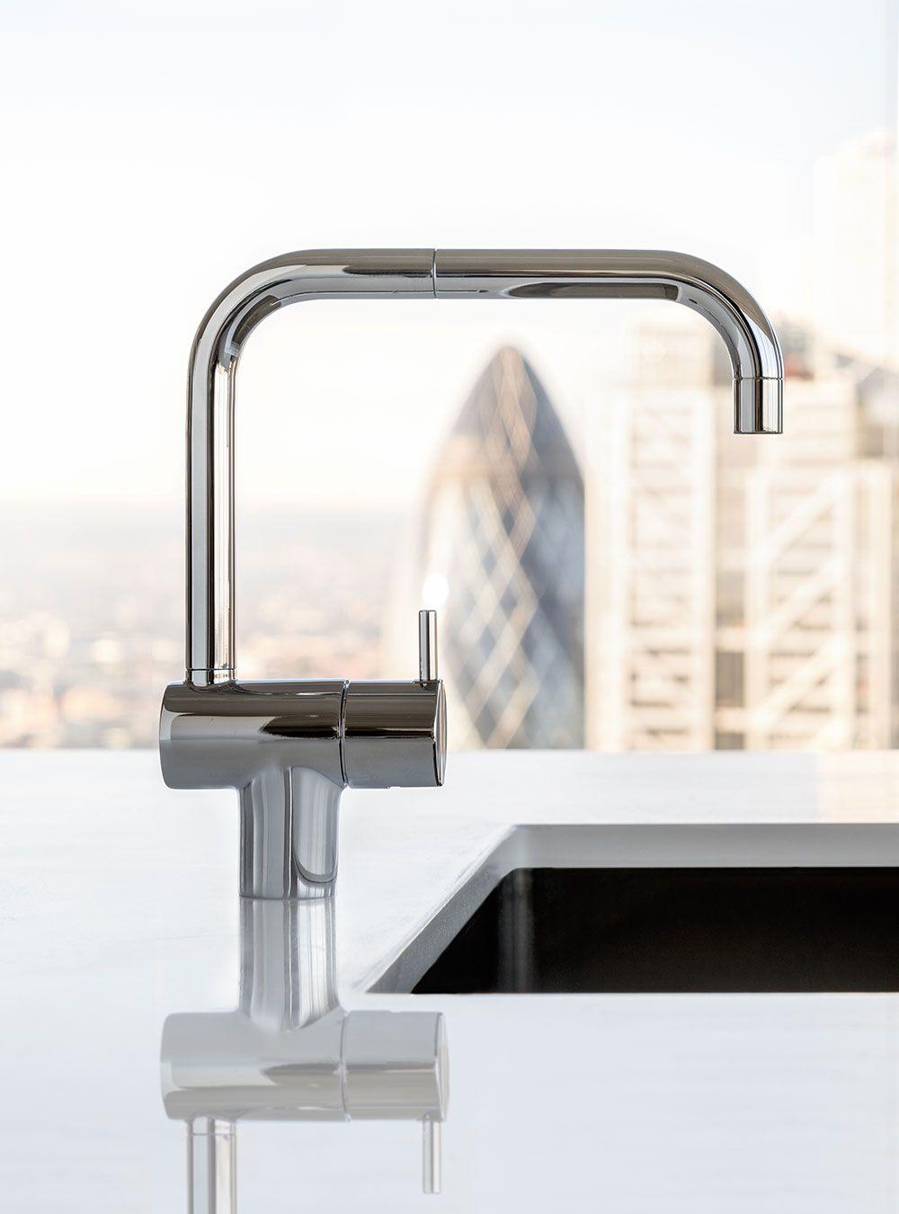 KV1: Et-grebsblander med keramisk ventilenhed, dobbelt svingbar tud med vandbesparende luftindblander....