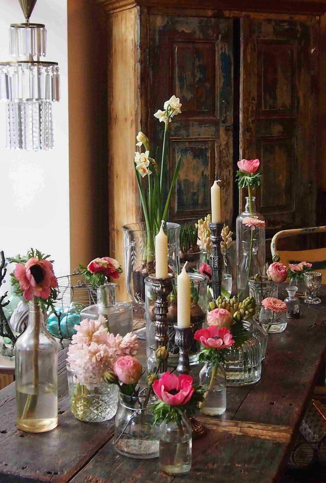 Deko Blumen Tischdekoration Kerzen rustikal  living