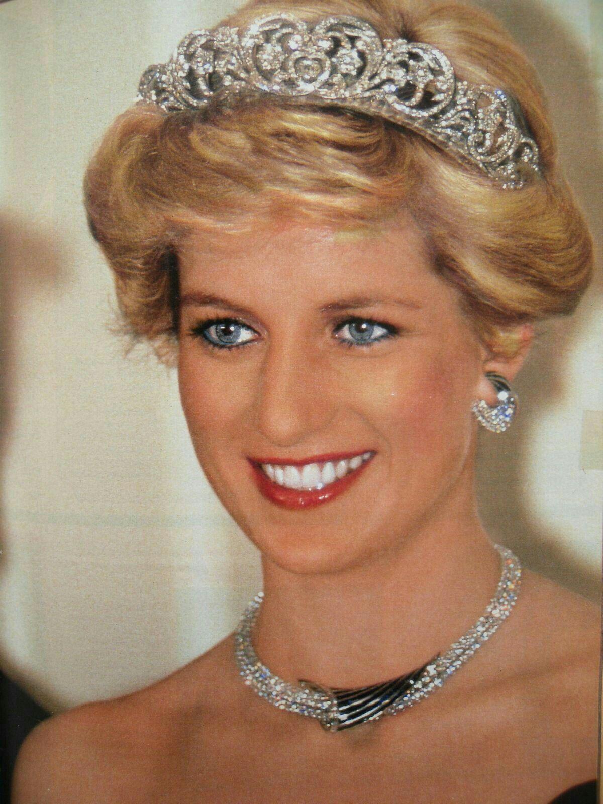 Princess Diana In Crown Jewels Princess Diana Princess Diana Family Diana