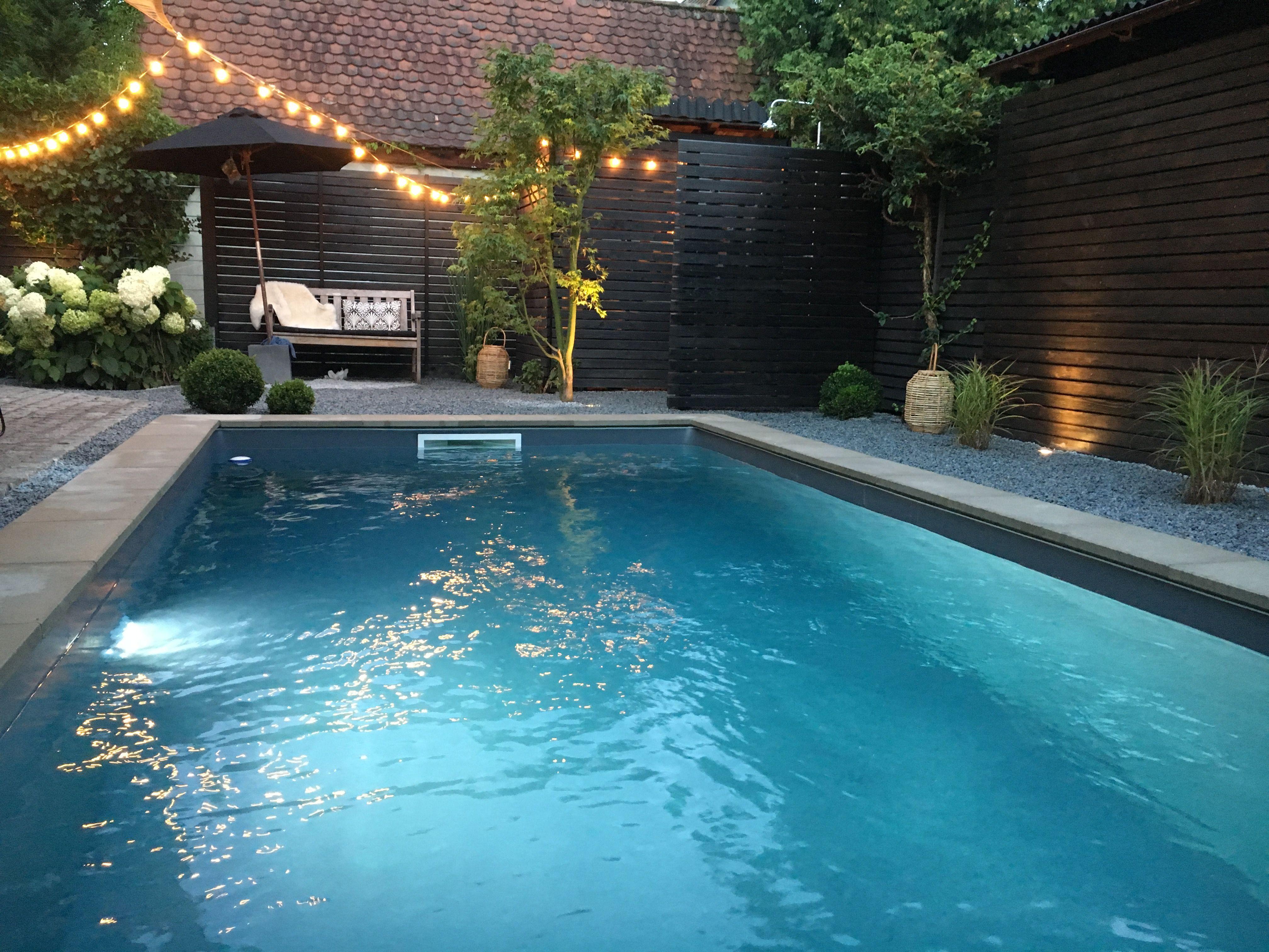 Pool In Kleinem Garten Und Grauer Folie Pool Im Garten Garten Kleiner Garten