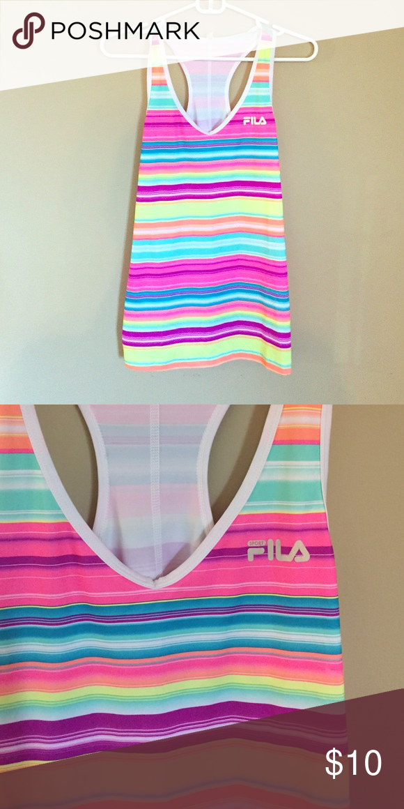 •FILA WORKOUT TANK• Good condition FILA workout tank! Made of 88% polyester and 12% spandex. Fila Tops Tank Tops