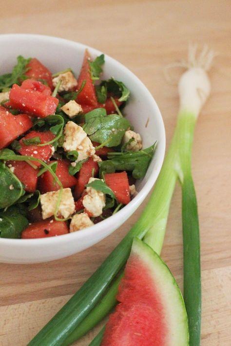 So ein freches Früchtchen! Frischer Melonen-Salat mit Feta und Rucola   girlontravel #pomegranaterecipesdrinks