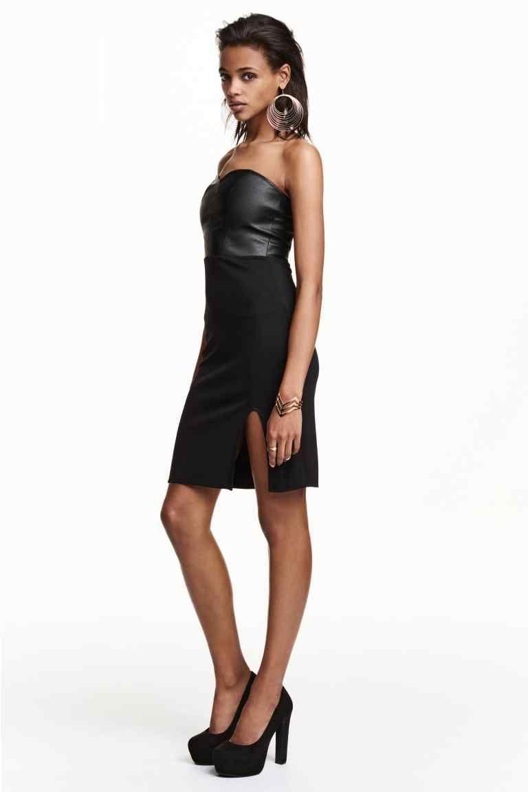 Платье без бретелей: Платье длиной до колена, без бретелей. Лиф из искусственной кожи с тиснением под змеиную, и юбка из трикотажа. Спереди разрез. Сзади заметная молния, сверху силиконовый кант для более удобной посадки. Без подкладки.