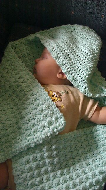 Hooded Baby Blanket: free crochet pattern   Tejido   Pinterest ...