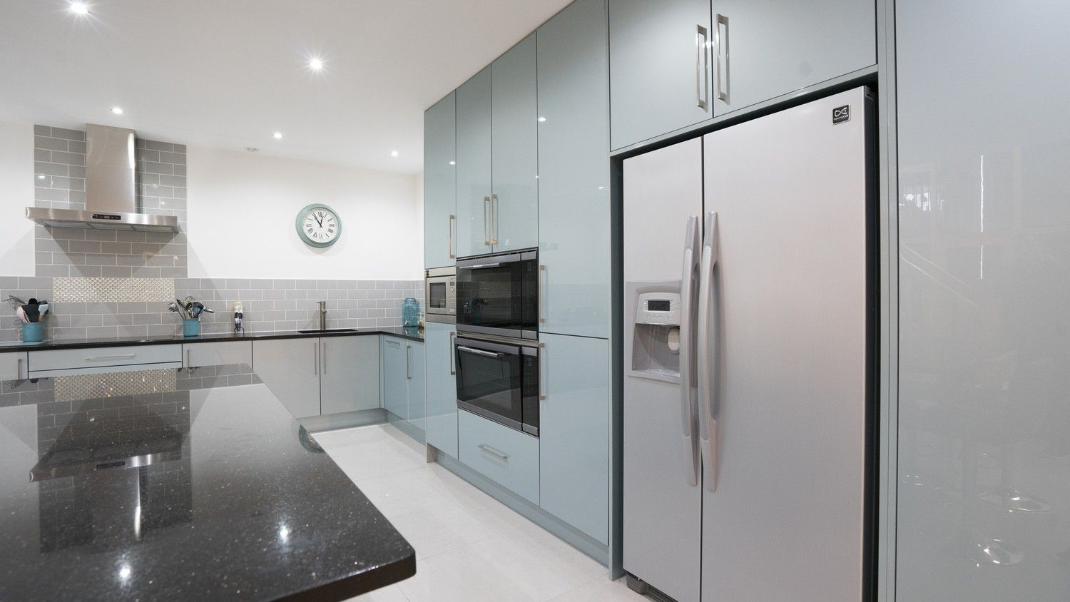 Floor To Ceiling Feature Larder Units With Integrated Appliances And Large Fridge Freezer Kitchen Kitchens And Bedrooms Modern Kitchen