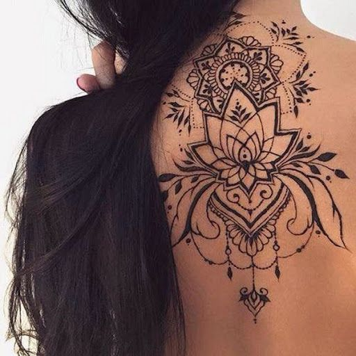 Tatuagem nas costas flor de lotus
