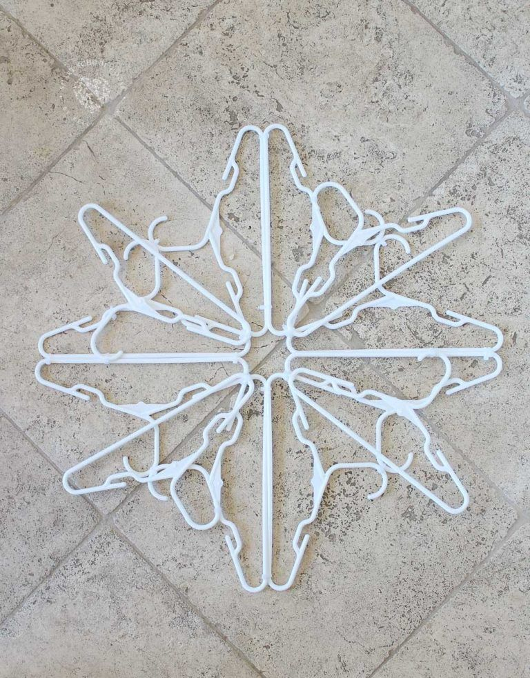 How to make a Hanger Snowflake!
