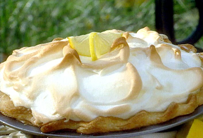 Lemon Meringue Pie Recipe Bake Filled Pie For 15 Minutes At 325 Before Topping With M Meringue Pie Recipes Florida Key Lime Pie Recipe Lemon Meringue Pie Easy