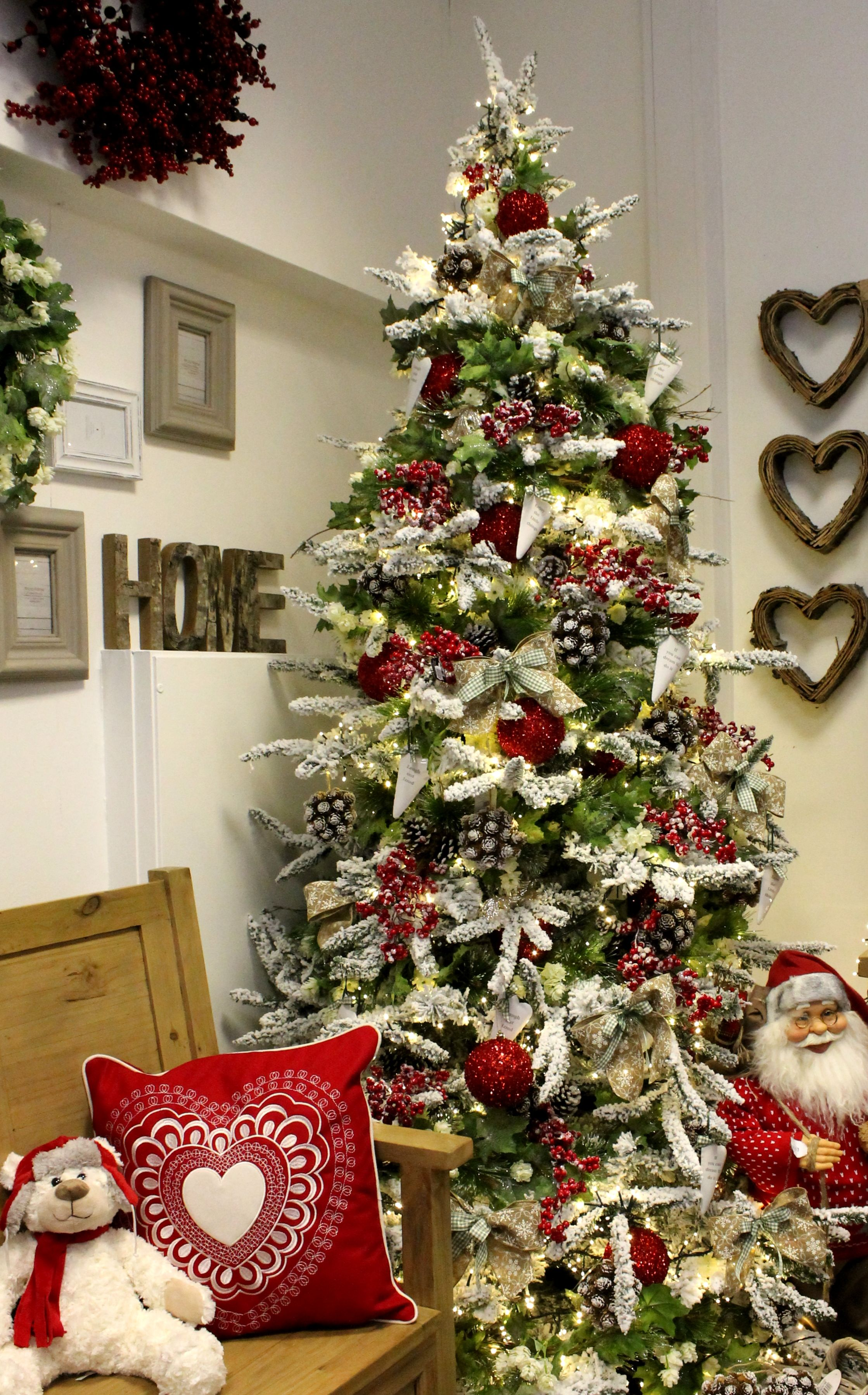 A Red White And Natural Theme On A Snow Flocked Christmas Tree Red Christmas Tree Christmas Tree Design Flocked Christmas Trees