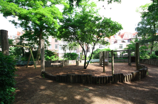 Hidden gem: Sunny Court, a miniature park with a small playground. Entrance next to Laan van Meerdervoort 189.