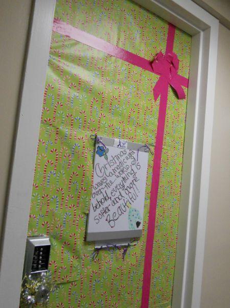 Pin By Nmsu Housing And Residental Li On Chez Moi Christmas Dorm Decorations Christmas Dorm Dorm Door Decorations