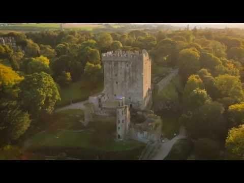 Ein wunderschönes Video vom Blarney Castle in Irland. Wer von Ihnen hat schon mal den Blarney Stone geküsst - und hat es etwas gebracht?
