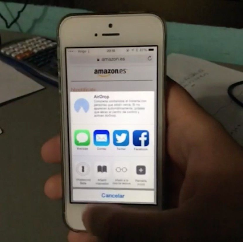 Cómo esconder Facebook y Twitter en el panel compartir de iOS 8 - http://www.actualidadiphone.com/2014/10/08/como-esconder-facebook-y-twitter-en-el-panel-compartir-de-ios-8/