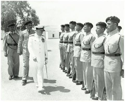 من الذاكرة السياسية للمملكة الليبية أخذت الصورة في الخمسينيات بمدينة طبرق أثناء زيارة أحد كبار المسؤلين بالاسطول السادس الامريكي وكما يظهر ف Libyan Architecture