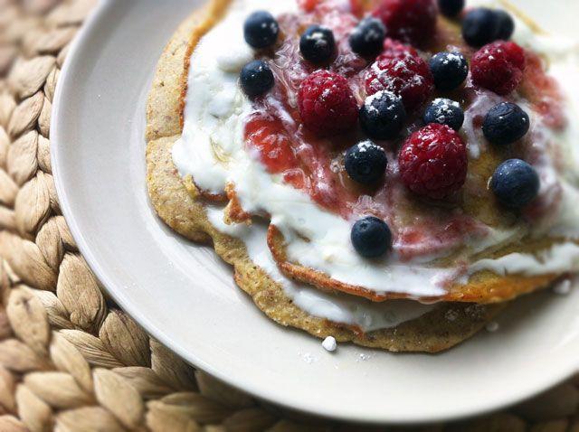 Eine fruchtige Pfannkuchenvariante mit Hirsemehl...Hirse zählt zu den ältesten Getreidearten, ist glutenfrei und aufgrund dem hohen Anteil an Mineralstoffen und Spurenelementen darüber hinaus sehr gesund.      A fruity pancake variant with millet ...