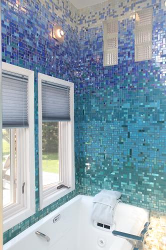 Mosaic Gl Tile Bathroom Lication Ocean Inspired Ideas
