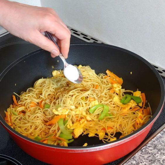 Photo of Chinesisch gebratene Nudeln mit Hühnchenfleisch, Ei und Gemüse von yasiliciousDE   Chefkoch