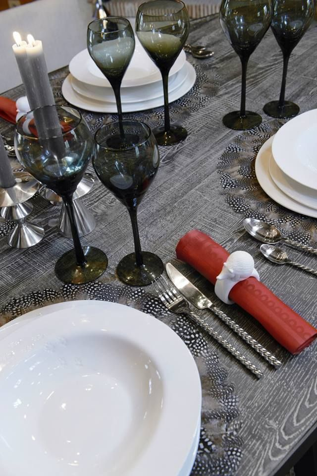 مهما كانت الطريقة التي تحبين فيها ترتيب السفرة ستجدي كل ما تحتاجين من إكسسوارات المائدة لدى ميداس الكويت قطر السعو Table Decorations Table Settings Table