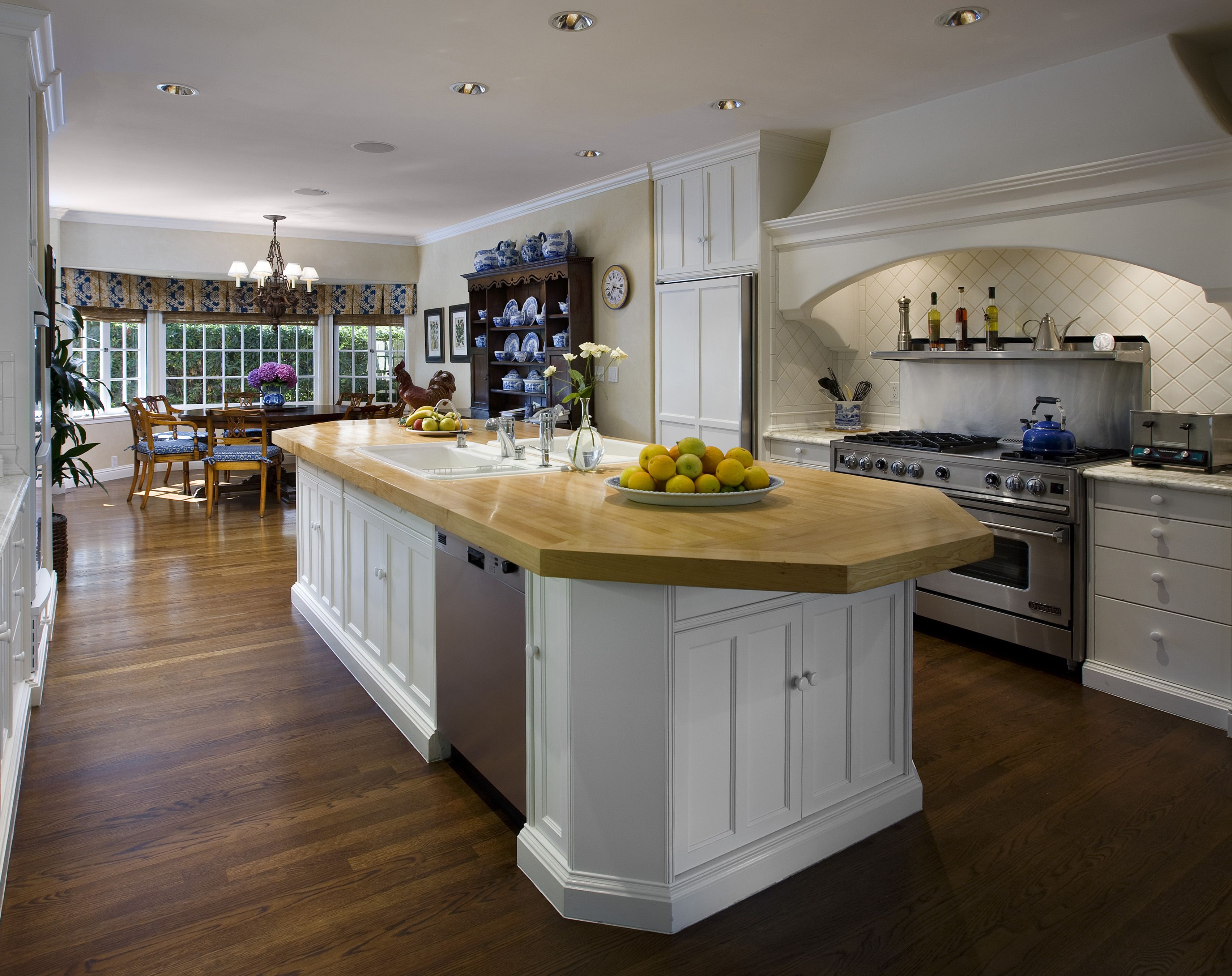 French Country Kitchen With Stylish Design
