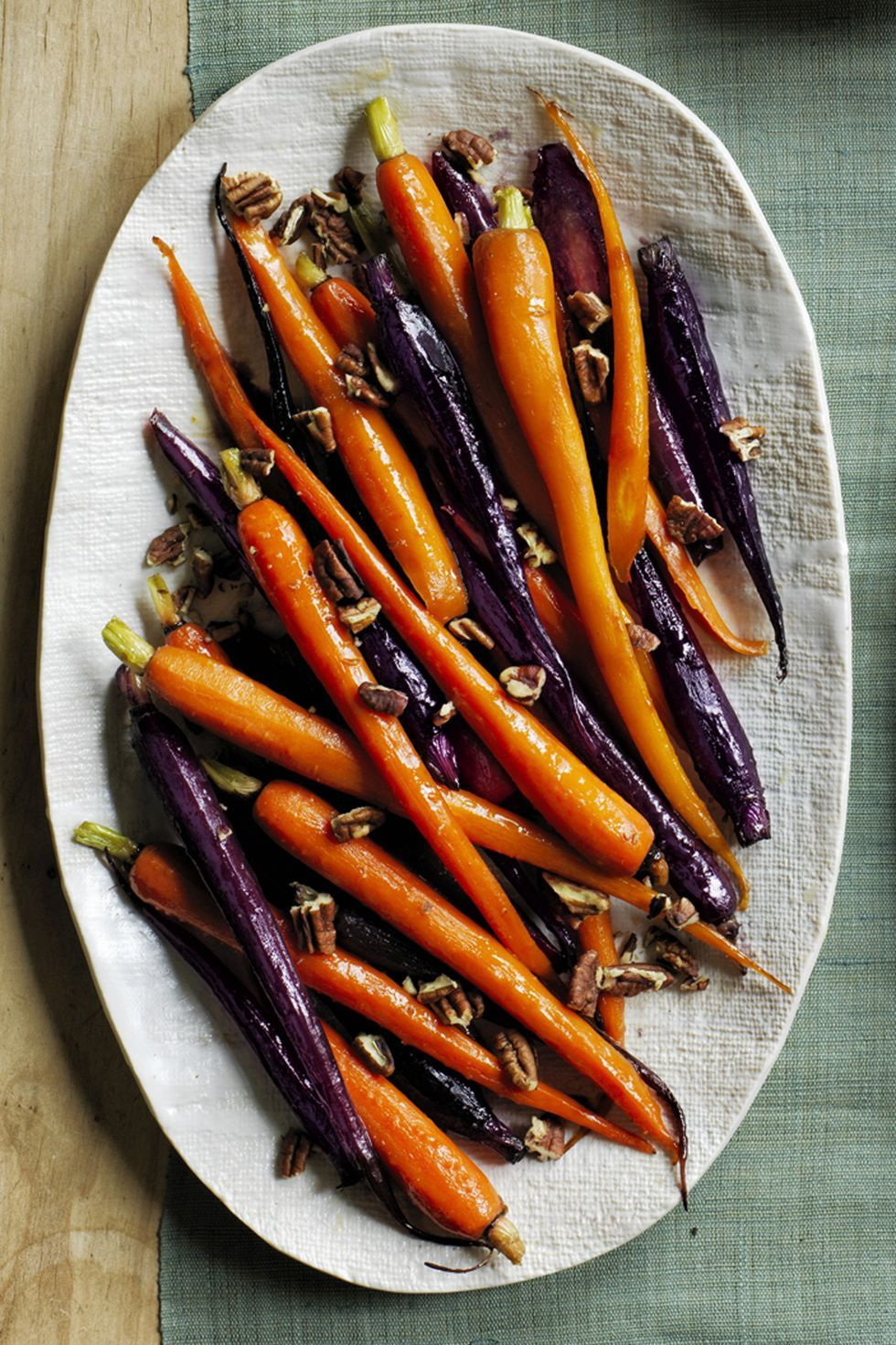 Pecan Pie Glazed Carrots #thanksgivingrecipessidedishes