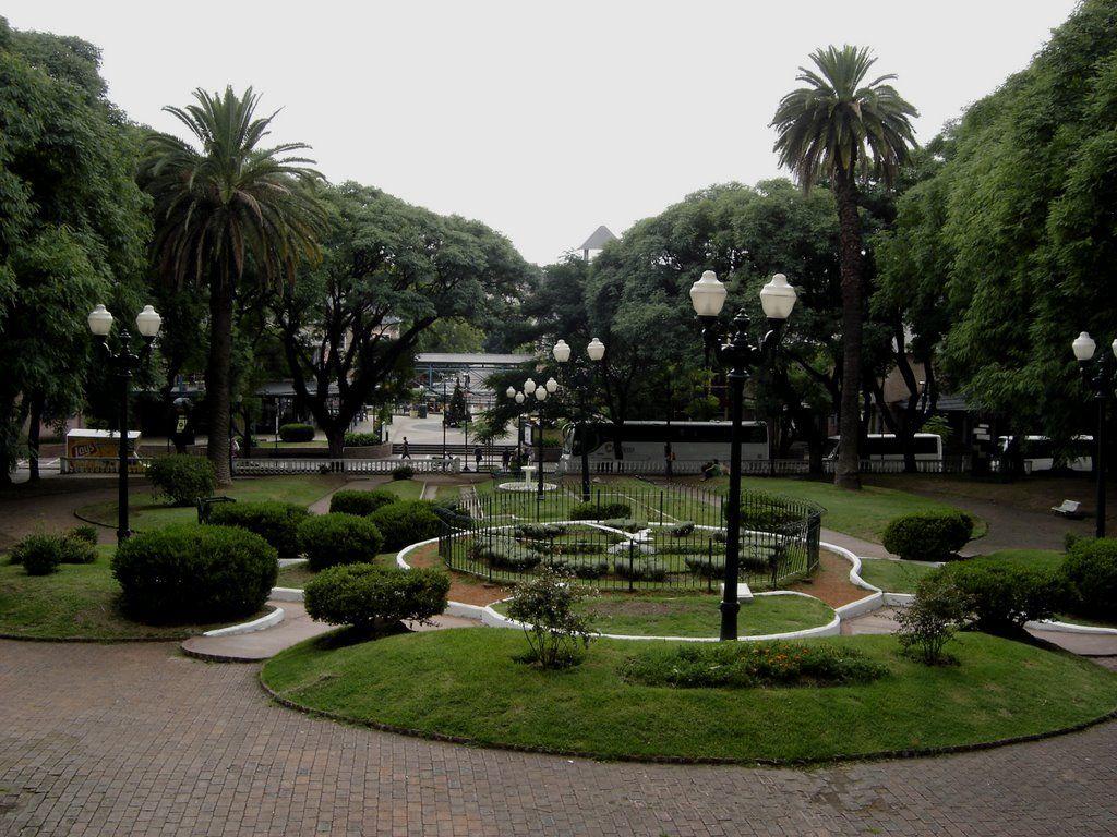 Plaza, San Isidro, Argentina.